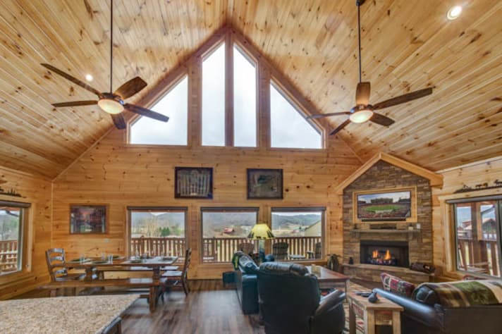 Pigeon Forge, Tennessee Chalet Rental - Gallery Image #9